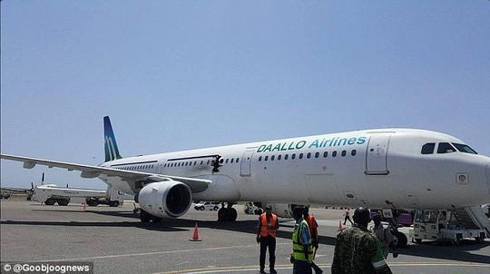 Những vụ tai nạn hy hữu khi hành khách bị hút khỏi máy bay ở độ cao hàng nghìn mét - Ảnh 7.