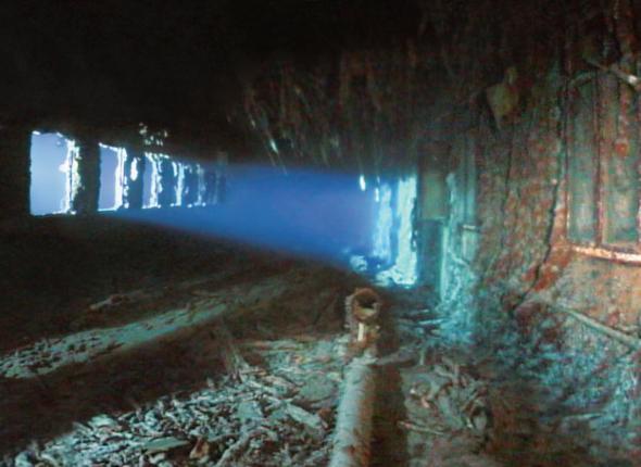 Lặn sâu 4.000m xuống đáy biển, khám phá thế giới chưa từng kể của tàu Titanic huyền thoại - Ảnh 3.