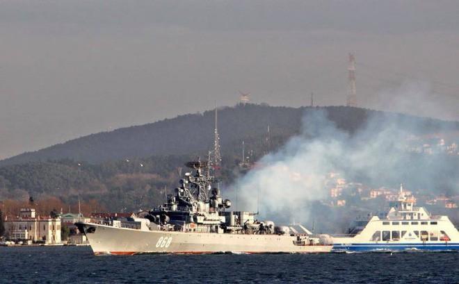 Răn đe tàu sân bay Mỹ đang áp sát Syria bằng 2 chiến hạm 40 năm tuổi: Nga đang nghĩ gì? - Ảnh 3.