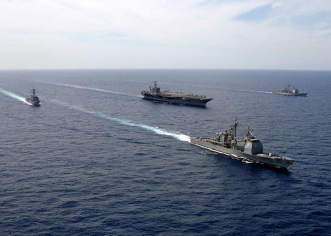 Răn đe tàu sân bay Mỹ đang áp sát Syria bằng 2 chiến hạm 40 năm tuổi: Nga đang nghĩ gì? - Ảnh 1.