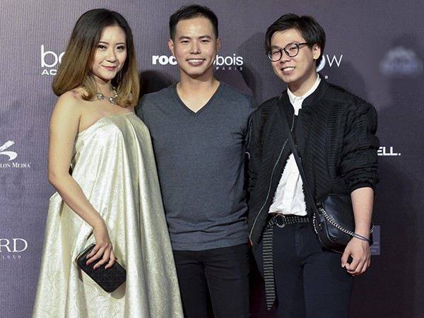 Phương Mai, Nguyễn Thị Loan khoe vóc dáng với đầm gợi cảm - Ảnh 1.
