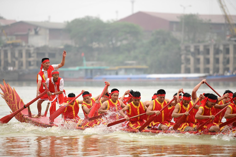 Cận cảnh Lễ hội bơi chải gay cấn, quyết liệt trên sông Lô