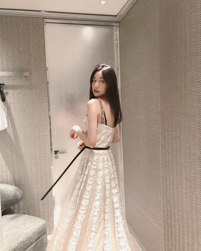 Cuộc sống giản dị của ái nữ xinh đẹp nhà tỷ phú xe hơi hạng sang duy nhất ở Trung Quốc - Ảnh 15.