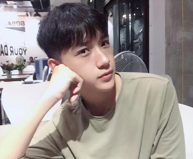 Hot boy mới của Nghệ An sinh năm 2001 đang khiến dân tình lùng sục: Cao 1m72, mặt baby hết ý! - Ảnh 5.
