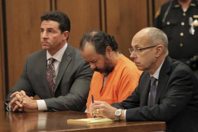 Vụ án ngôi nhà của ác quỷ: Gã đàn ông bắt cóc, cưỡng hiếp 3 cô gái trẻ suốt 1 thập kỷ, nhận bản án tù chung thân và 1.000 năm tù giam - Ảnh 8.