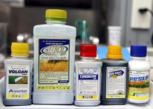 Hơn 70 người cùng nhập viện vì ngộ độc thuốc diệt cỏ - Ảnh 1.