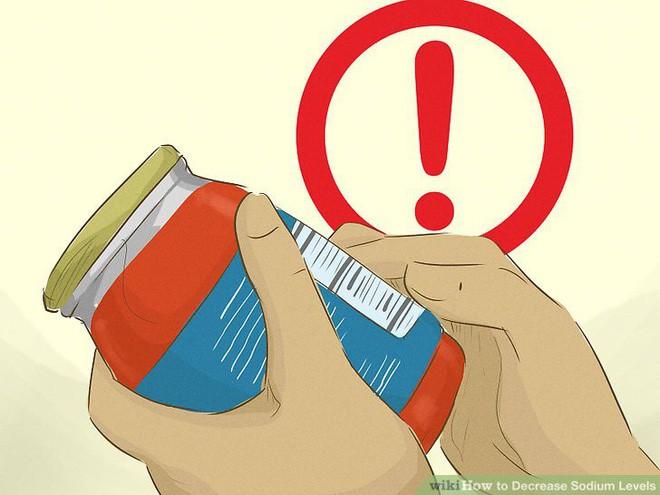 5 cách đơn giản để giảm lượng muối đưa vào người mình mỗi ngày - Ảnh 2.