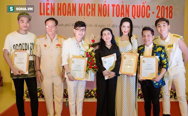 Nghệ sĩ Minh Nhí: Cầm chiếc huy chương vàng, tôi không cảm thấy nhục! - Ảnh 1.