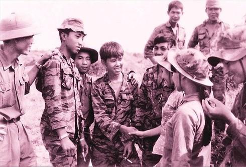 """TIN TỐT LÀNH 30/4: Sự """"biệt đãi"""" của người Triều Tiên với phóng viên Việt Nam và niềm tự hào trong ngày Thống nhất! - Ảnh 3."""