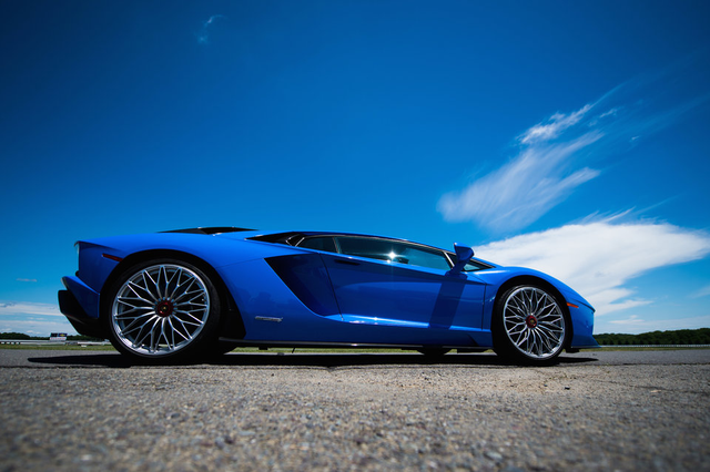 Vì sao các triệu phú bitcoin thích mua siêu xe Lamborghini như một cách khẳng định sự giàu có?  - Ảnh 2.
