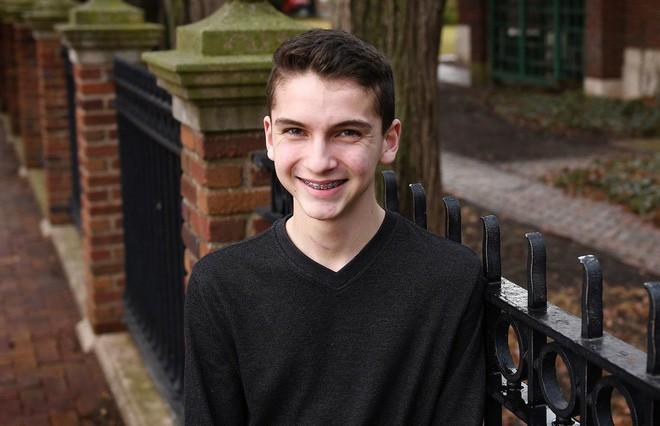 Khi cậu bé 14 tuổi liệt toàn thân vì rơi từ cây cao xuống, chẳng ai ngờ 45 ngày sau chuyện này lại xảy ra  - Ảnh 1.