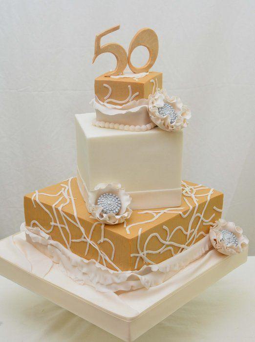 """Gần 10 triệu đồng chiếc bánh sinh nhật dát vàng """"sang chảnh"""" - Ảnh 1."""