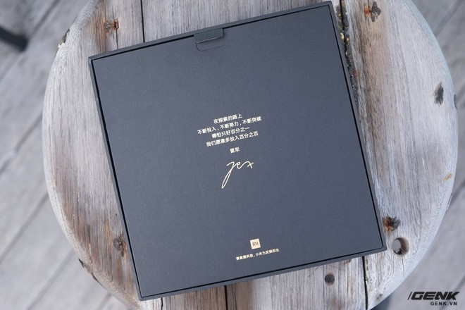 Bên trong hộp của Xiaomi Mi Mix 2S có gì? - Ảnh 2.