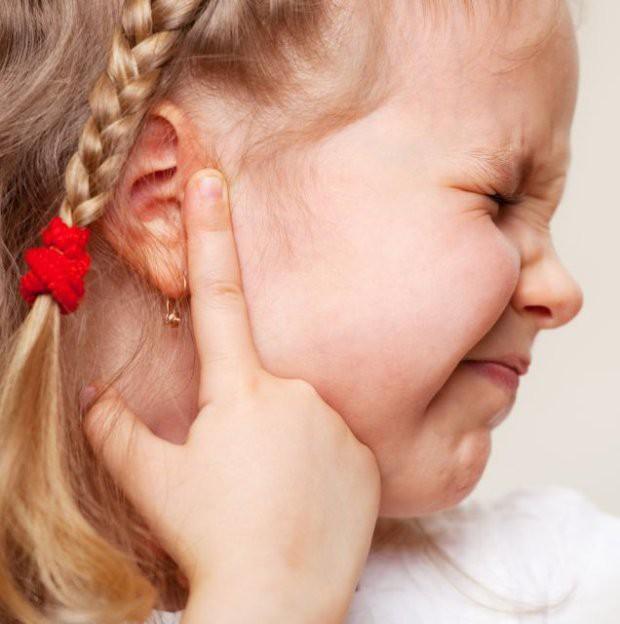 Bác sĩ lấy ra cục ráy tai 9 năm từ tai bé gái, người mẹ bàng hoàng nhận ra sai lầm khi con mới 2 tuổi - Ảnh 1.