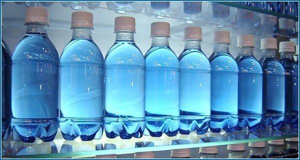 PGS Trần Hồng Côn chỉ thẳng ra sự cẩn thận ngốc nghếch khi dùng nước đóng chai - Ảnh 3.