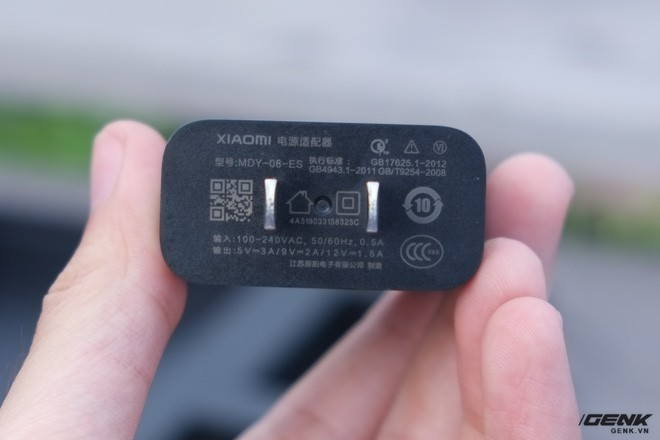 Bên trong hộp của Xiaomi Mi Mix 2S có gì? - Ảnh 4.