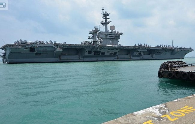 """Hạm đội khủng 43 chiến hạm Trung Quốc nguy cơ """"chạm trán"""" siêu tàu sân bay Mỹ trên Biển Đông - Ảnh 1."""