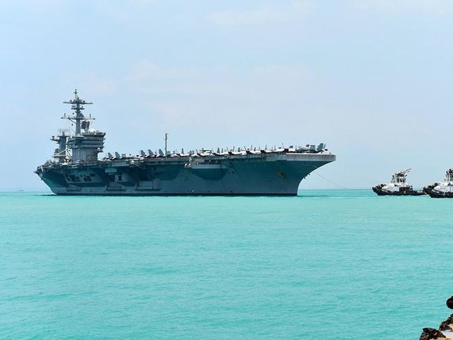 """Hạm đội khủng 43 chiến hạm Trung Quốc nguy cơ """"chạm trán"""" siêu tàu sân bay Mỹ trên Biển Đông - Ảnh 2."""