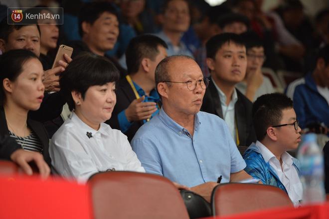 """Sau lời cảnh báo """"chạy show"""", thầy Park trực tiếp soi giò Quang Hải - Ảnh 1."""