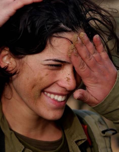Vũ khí đáng gờm nhất của quân đội Israel - Những quả bom cực nóng - Ảnh 17.
