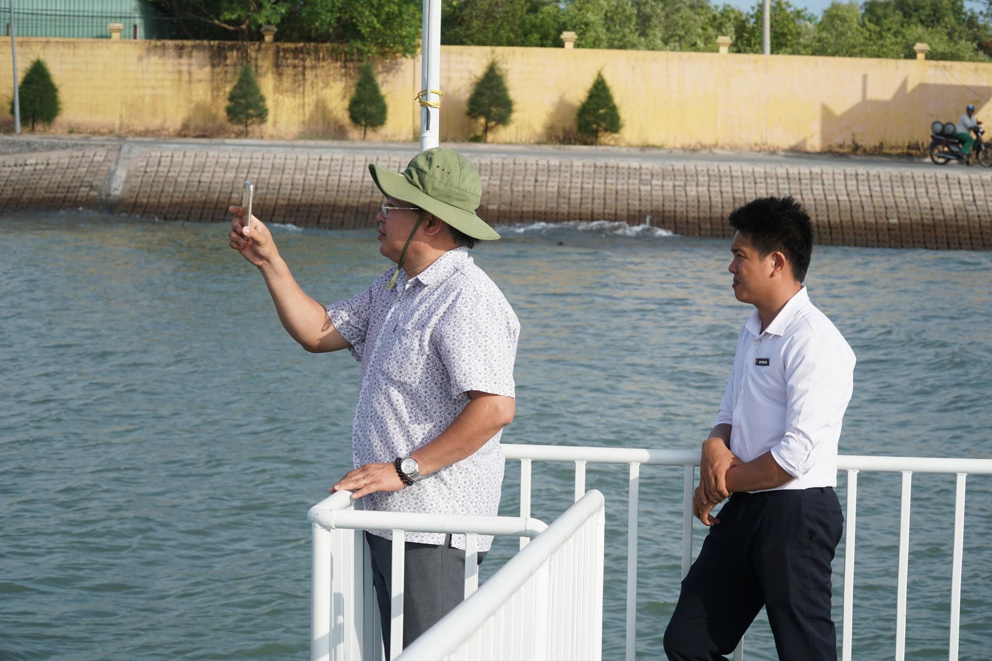 Cận cảnh trục vớt tàu cao tốc trị giá cả triệu USD bị chìm ở Sài Gòn - Ảnh 9.