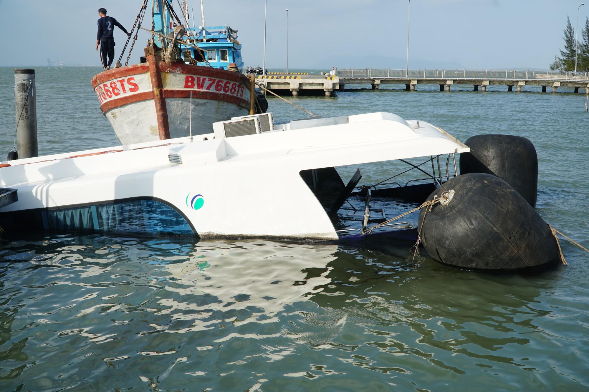 Cận cảnh trục vớt tàu cao tốc trị giá cả triệu USD bị chìm ở Sài Gòn - Ảnh 13.