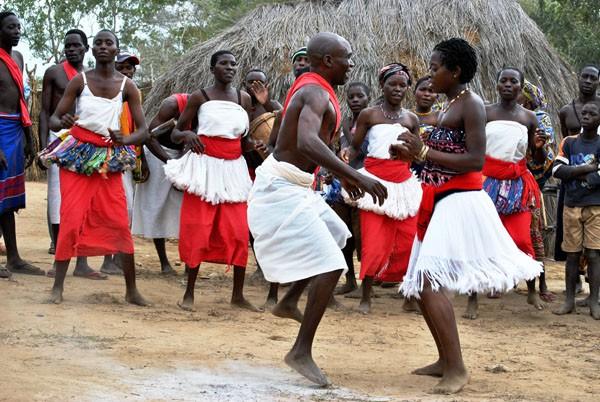 5 bộ lạc nhiều mỹ nữ, phong cách ngời ngời lại khéo chiều đàn ông ở Kenya - Ảnh 2.