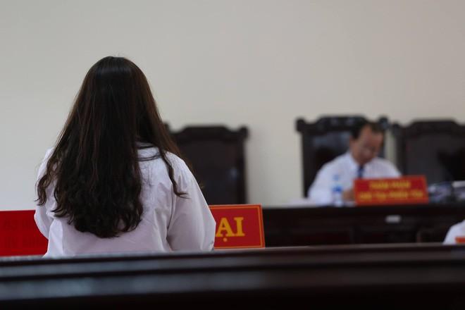 Cựu giám đốc ngân hàng 77 tuổi lĩnh 18 tháng tù treo về tội Dâm ô trẻ em - Ảnh 2.