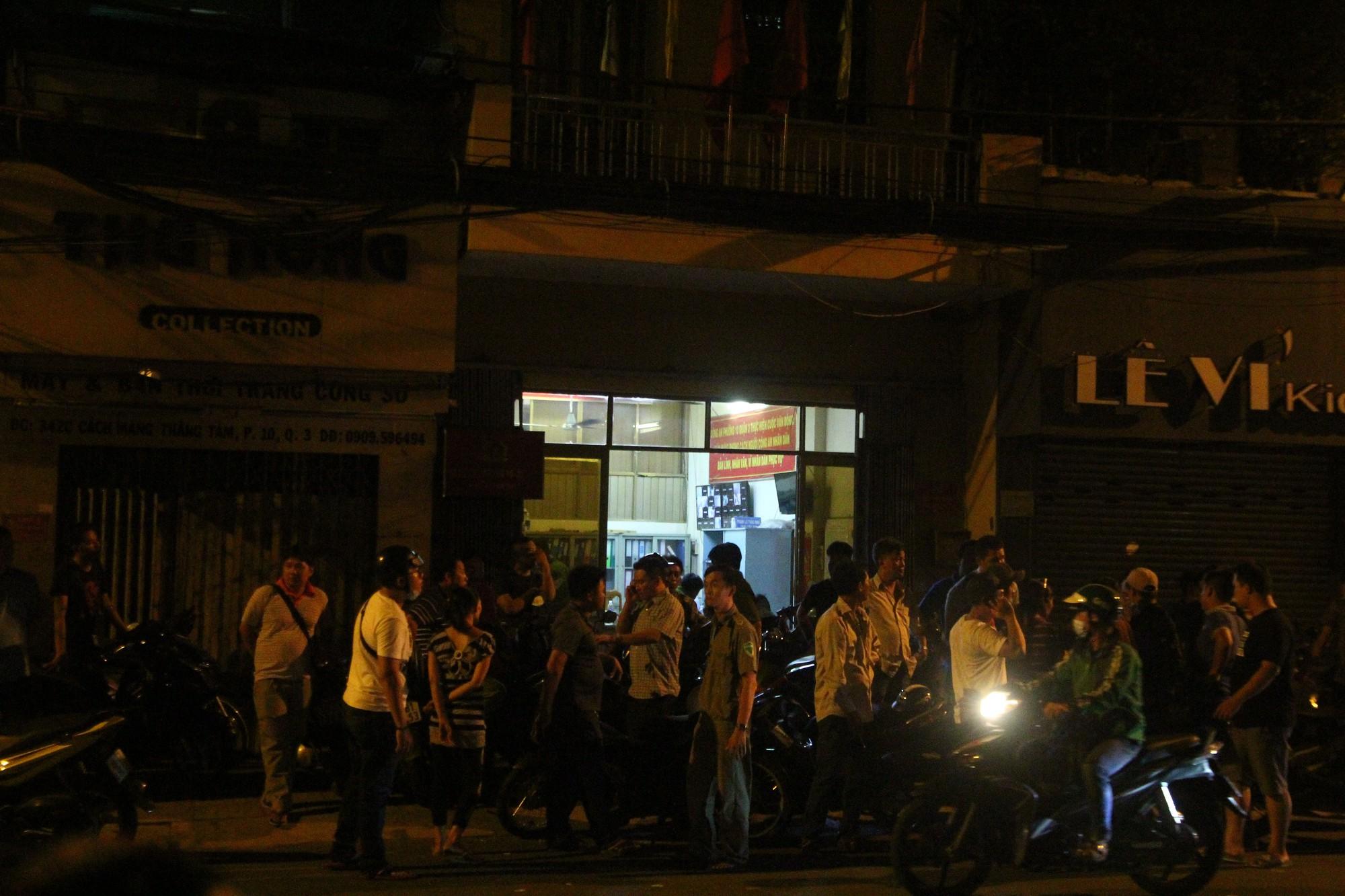 Hiện trường vụ băng trộm SH đâm chết 3 người ở Sài Gòn - Ảnh 8.
