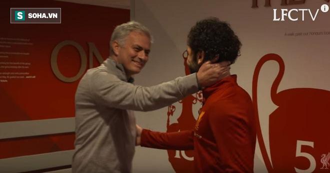 Salah tiết lộ về cuộc trò chuyện chớp nhoáng với Mourinho trong ngày tái ngộ - Ảnh 2.