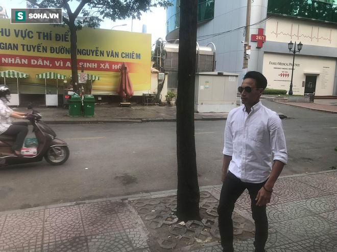 Phạm Anh Khoa họp báo chớp nhoáng, đột ngột bỏ về khiến các phóng viên ngỡ ngàng - Ảnh 2.
