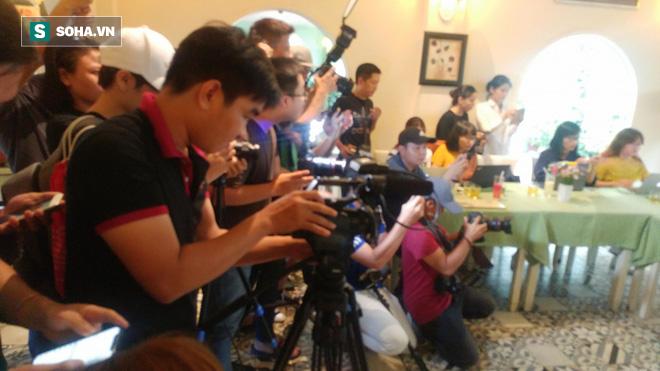 Phạm Anh Khoa họp báo chớp nhoáng, đột ngột bỏ về khiến các phóng viên ngỡ ngàng - Ảnh 6.