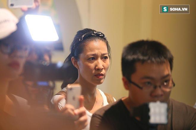 Vợ Phạm Anh Khoa cúi mặt, đi ra một góc khi chồng nói lời xin lỗi - Ảnh 6.