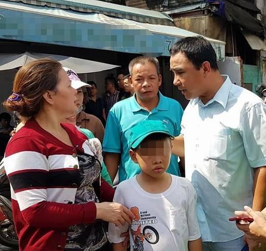 MC Quyền Linh đến thắp hương, cùng Tuấn Hưng kêu gọi quyên góp cho hai 'hiệp sĩ' Sài Gòn - Ảnh 1.
