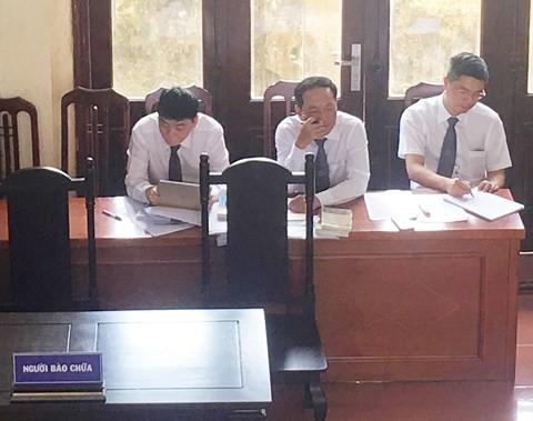 Xử BS Lương: Luật sư Trần Vũ Hải liên tục bị yêu cầu rời khỏi phòng xử án - Ảnh 1.