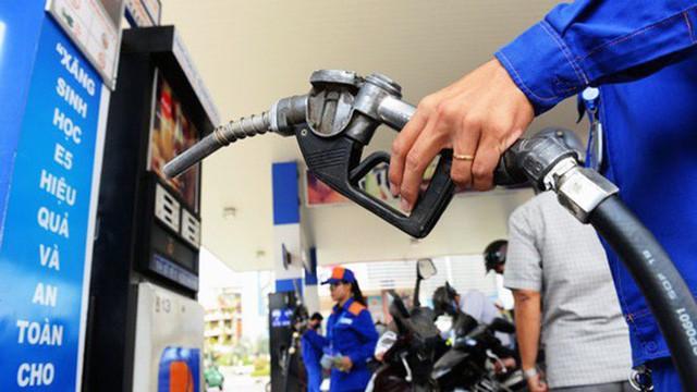 Tăng thuế xăng dầu: Đề xuất của Bộ Tài chính vấp phải ý kiến cảnh báo của hàng loạt cơ quan - Ảnh 1.