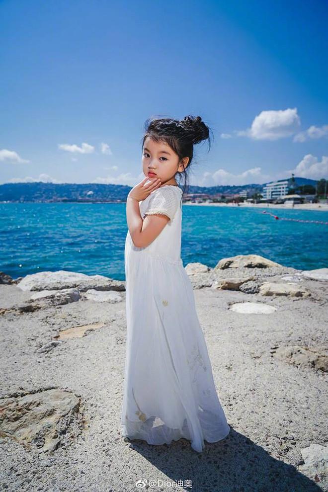 Từ chuyện Cbiz có mỹ nhân nhỏ tuổi nhất đến LHP Cannes: Bố mẹ đang bóc lột con trẻ vì hào nhoáng showbiz? - Ảnh 3.