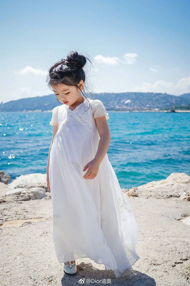Từ chuyện Cbiz có mỹ nhân nhỏ tuổi nhất đến LHP Cannes: Bố mẹ đang bóc lột con trẻ vì hào nhoáng showbiz? - Ảnh 5.