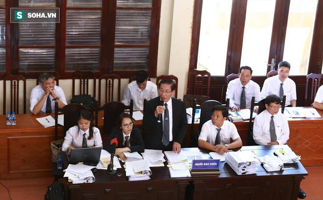 Cuộc đối chất kịch tính giữa luật sư - điều tra viên - BS Lương về bản lời khai sinh đôi - Ảnh 1.