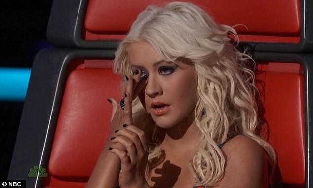 Christina Aguilera: Ám ảnh bị bố ruột bạo hành và gương mặt biến dạng vì nghiện thẩm mỹ - Ảnh 3.