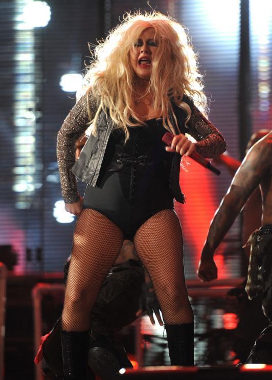 Christina Aguilera: Ám ảnh bị bố ruột bạo hành và gương mặt biến dạng vì nghiện thẩm mỹ - Ảnh 7.