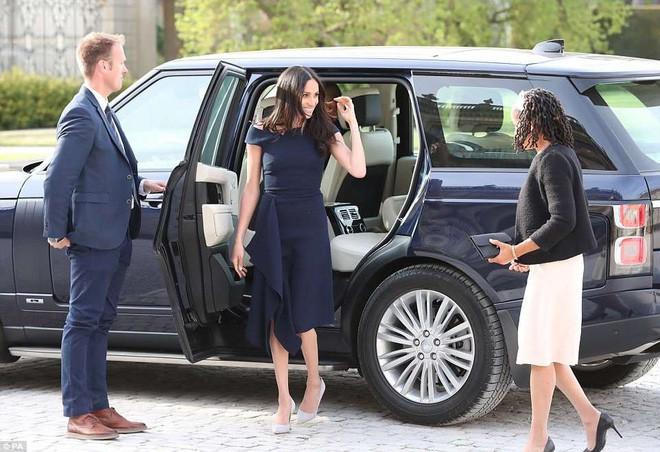 Đêm cuối trước đám cưới, Hoàng tử Harry và Meghan mỗi người một nơi, dành thời gian để làm việc quý báu này - Ảnh 1.
