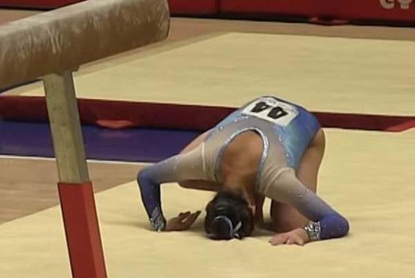 Clip: Khoảnh khắc nữ vận động viên 16 tuổi gặp sự cố đáng tiếc khi đang thi đấu - Ảnh 3.