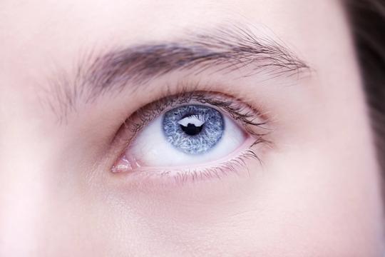 48 ca ung thư mắt bí ẩn khiến bác sĩ bối rối - Ảnh 1.