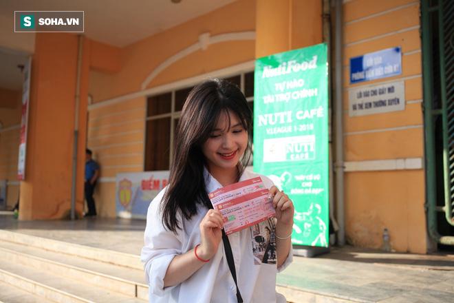 Fan nữ Nam Định, Hà Nội tăng sức nóng cho SVĐ Thiên Trường - Ảnh 12.