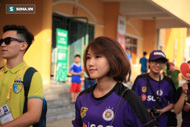 Fan nữ Nam Định, Hà Nội tăng sức nóng cho SVĐ Thiên Trường - Ảnh 13.