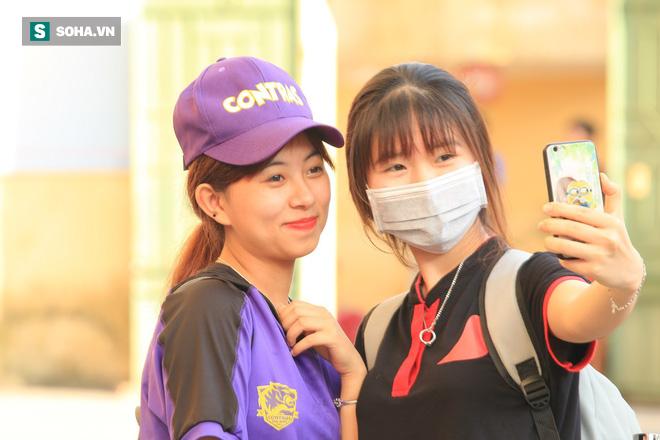 Fan nữ Nam Định, Hà Nội tăng sức nóng cho SVĐ Thiên Trường - Ảnh 2.