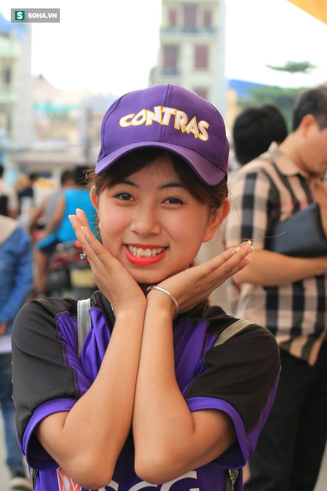 Fan nữ Nam Định, Hà Nội tăng sức nóng cho SVĐ Thiên Trường - Ảnh 3.