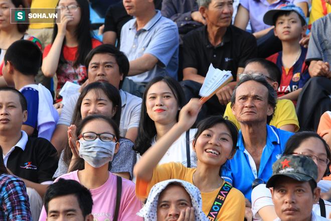 Fan nữ Nam Định, Hà Nội tăng sức nóng cho SVĐ Thiên Trường - Ảnh 6.