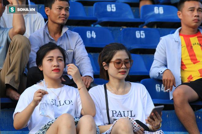 Fan nữ Nam Định, Hà Nội tăng sức nóng cho SVĐ Thiên Trường - Ảnh 7.